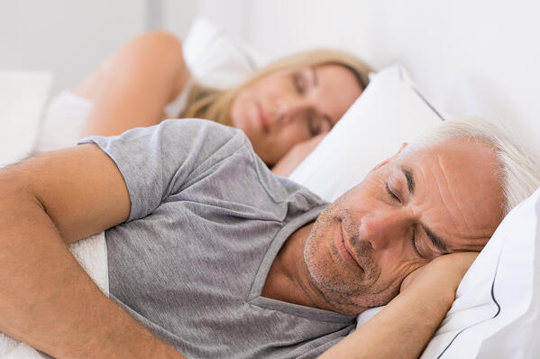 bigstock-Senior-man-and-woman-sleeping-calotren