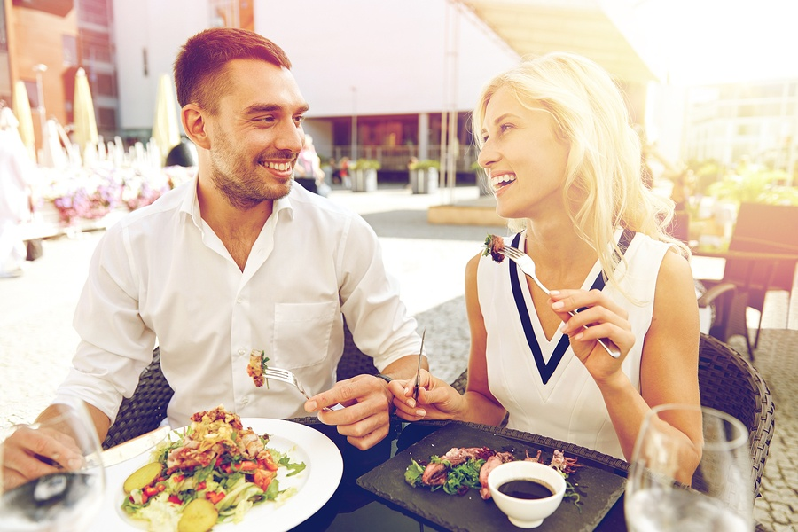 bigstock-love-date-people-holidays-a-141990770.jpg
